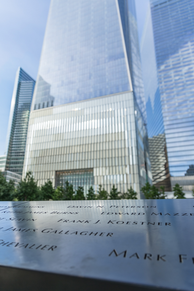 Gedenktafeln vor dem neuen One World Trade Center